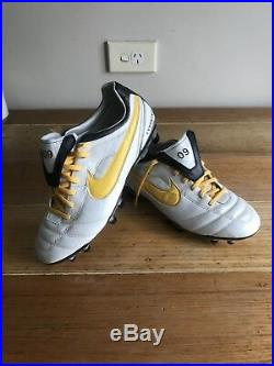 Nike Air Legend II Tiempo mens soccer cleats Lvstrong Lance Armstrong Nikes Rare