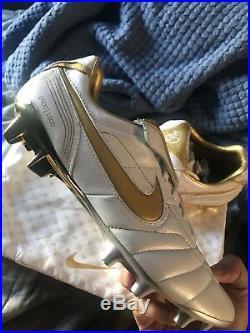Nike R10 Tiempo Legend 7 Elite Ronaldinho Cleats 400/1000 PAIRS Size 9.5 IN HAND