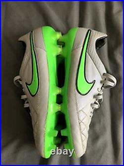 Nike Tiempo Legend V Mens Size US 9